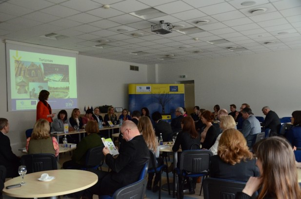 """Turisto žinyno """"Atrask Lietuvą"""" pristatymas partneriams ir projektų vykdytojams"""